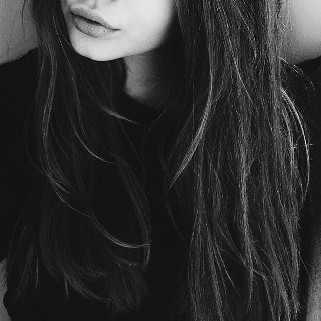 Фото девушек на аву темные волосы