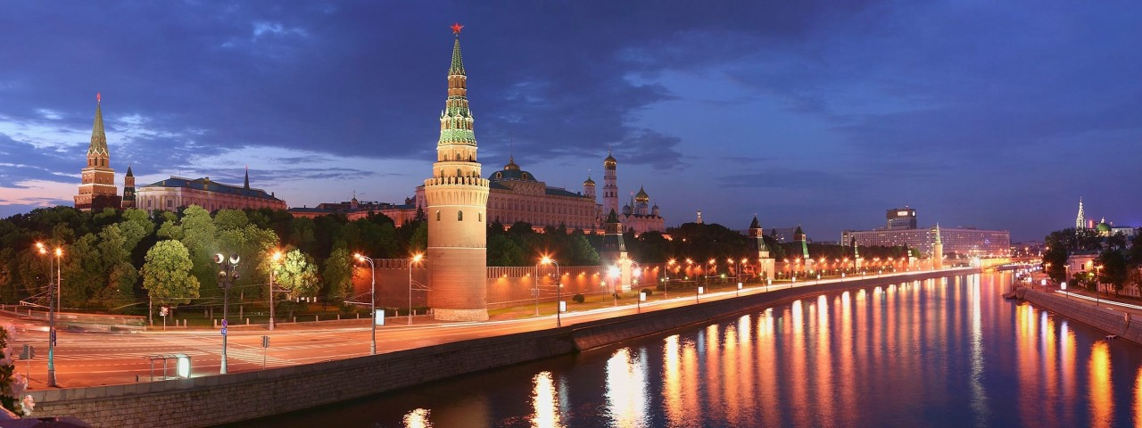 У Кремлевской набережной выл…