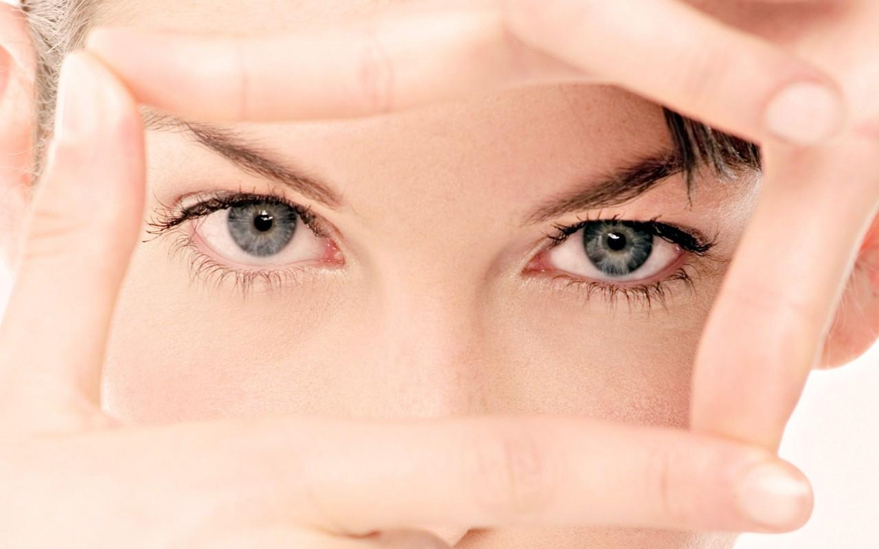 9 реальных способов восстановить зрение на дому