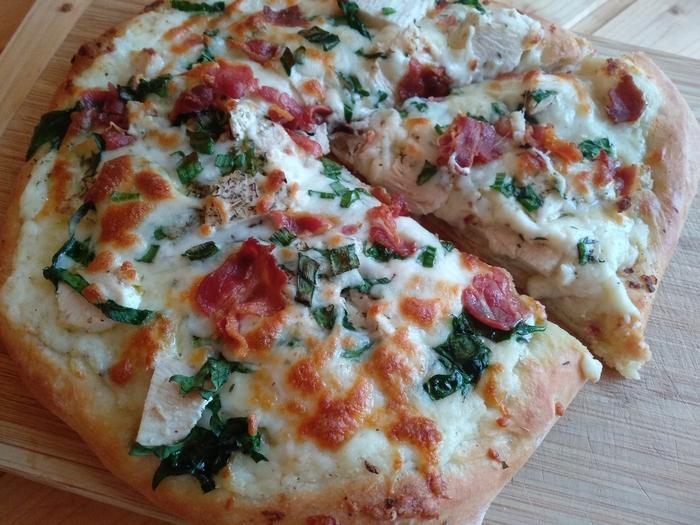"""Пицца с курицей и соусом """"Альфредо"""" Курица, Бекон, Пицца, Шпинат, Интересное, Соус, Сыр, Длиннопост, Кулинария"""