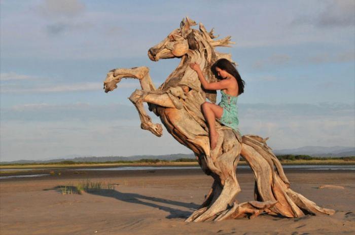 Скульптуры из обыкновенных коряг