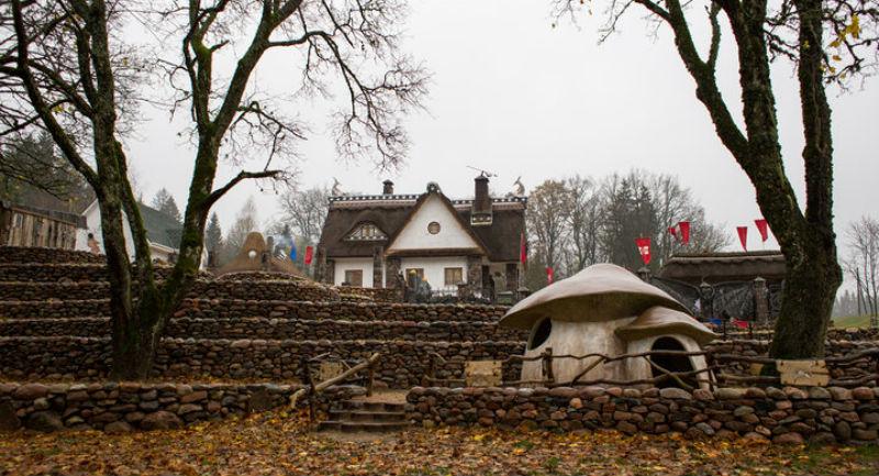 Из дома, где жил Высоцкий, белорусский бизнесмен сделал странный музей «в подарок всем людям»