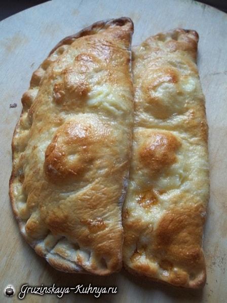 Гурийские хачапури с сыром и вареными яйцами