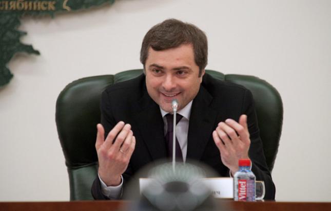 Экс-советник администрации президента обвинил Суркова в плагиате путинизма