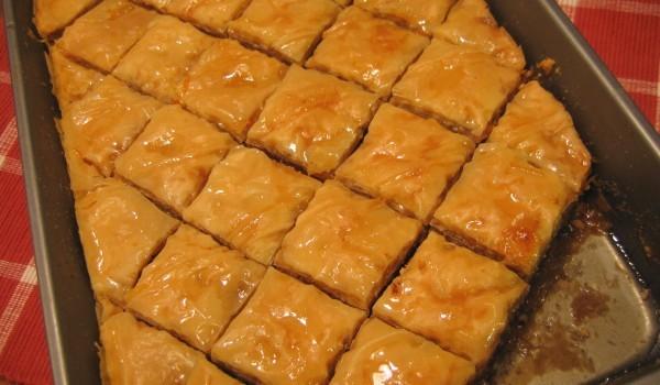 Домашняя медовая пахлава — настоящее ореховое наслаждение.
