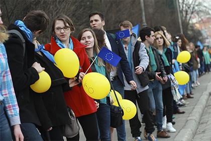 Киев вновь передвинул сроки получения безвизового режима с ЕС