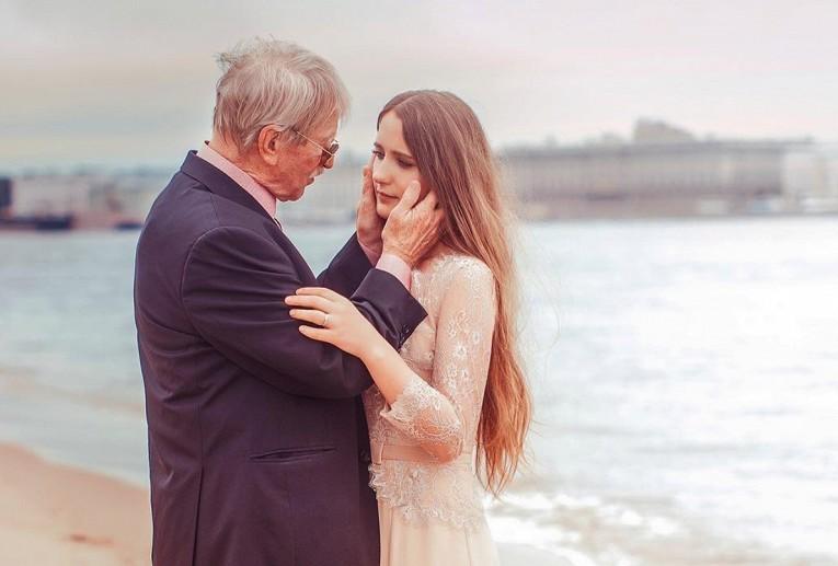 Юная жена Краско рассказала, сколько денег выделяет ей престарелый муж