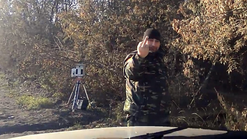 Омич остановился на обочине, перекрыв обзор камере фиксации нарушений