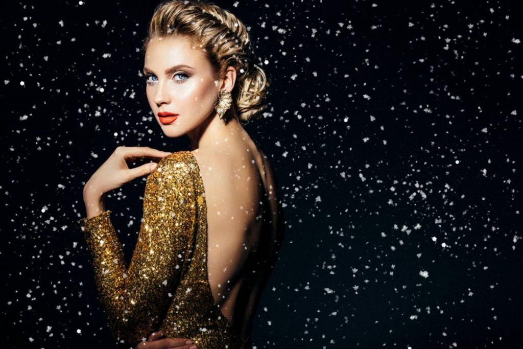 Картинки по запроÑу woman in glitter