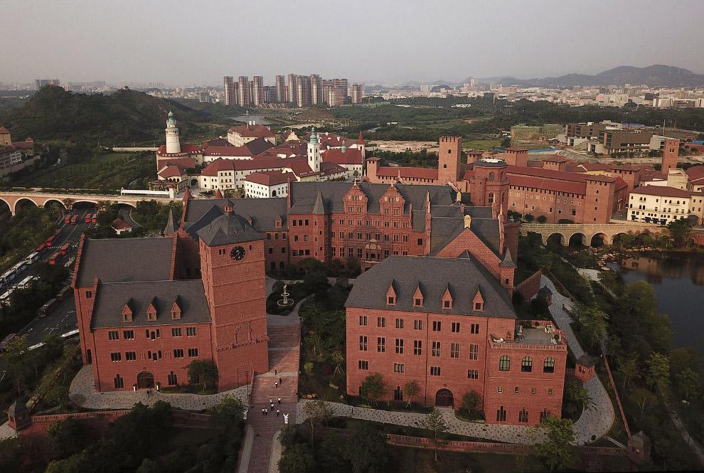 Новый кампус Huawei с копиями мировых достопримечательностей