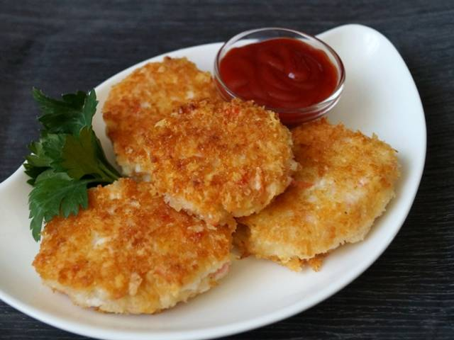 Пошаговый рецепт: Котлеты из крабовых палочек с сыром - Шаг 1