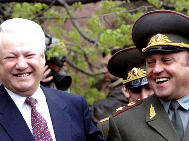После победы над ГКЧП Ельцин и генерал Грачёв лизали кровь