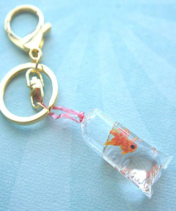 Брелок с золотой рыбкой