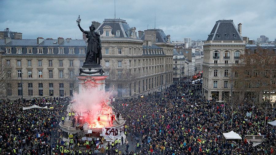 Франция изучит информацию о возможной причастности России к акциям протеста