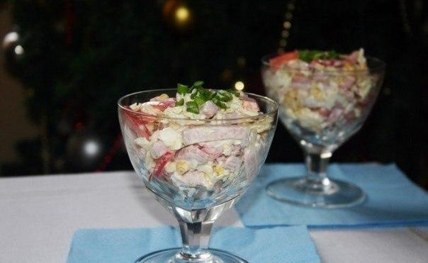 Салат из пекинской капусты с ветчиной и болгарским перцем