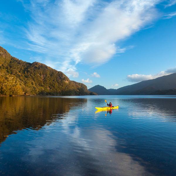 Добраться до патагонских Анд — занятие не из легких, ведь сердце этой горной цепи местами доступно исключительно по воде.