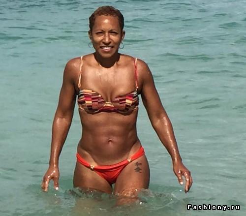61-летняя теща Уилла Смита поразила невероятной фигурой