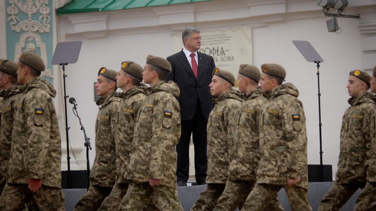 Военная истерия может сработать: политолог рассказал, как Порошенко рассчитывает выиграть выборы