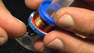Фонарик из шприца, работающий без батареек