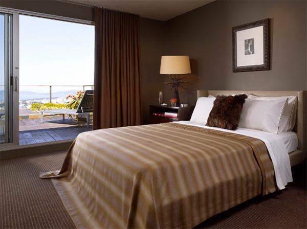 Коричневый цвет в интерьере спальни — удачные цветовые сочетания