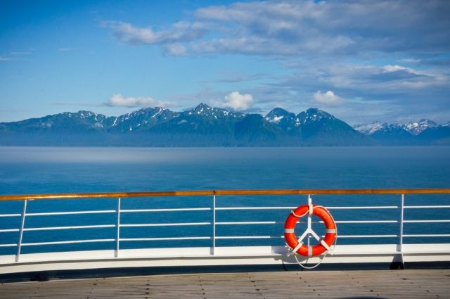 На Аляске предупредили об угрозе больших волн после землетрясения