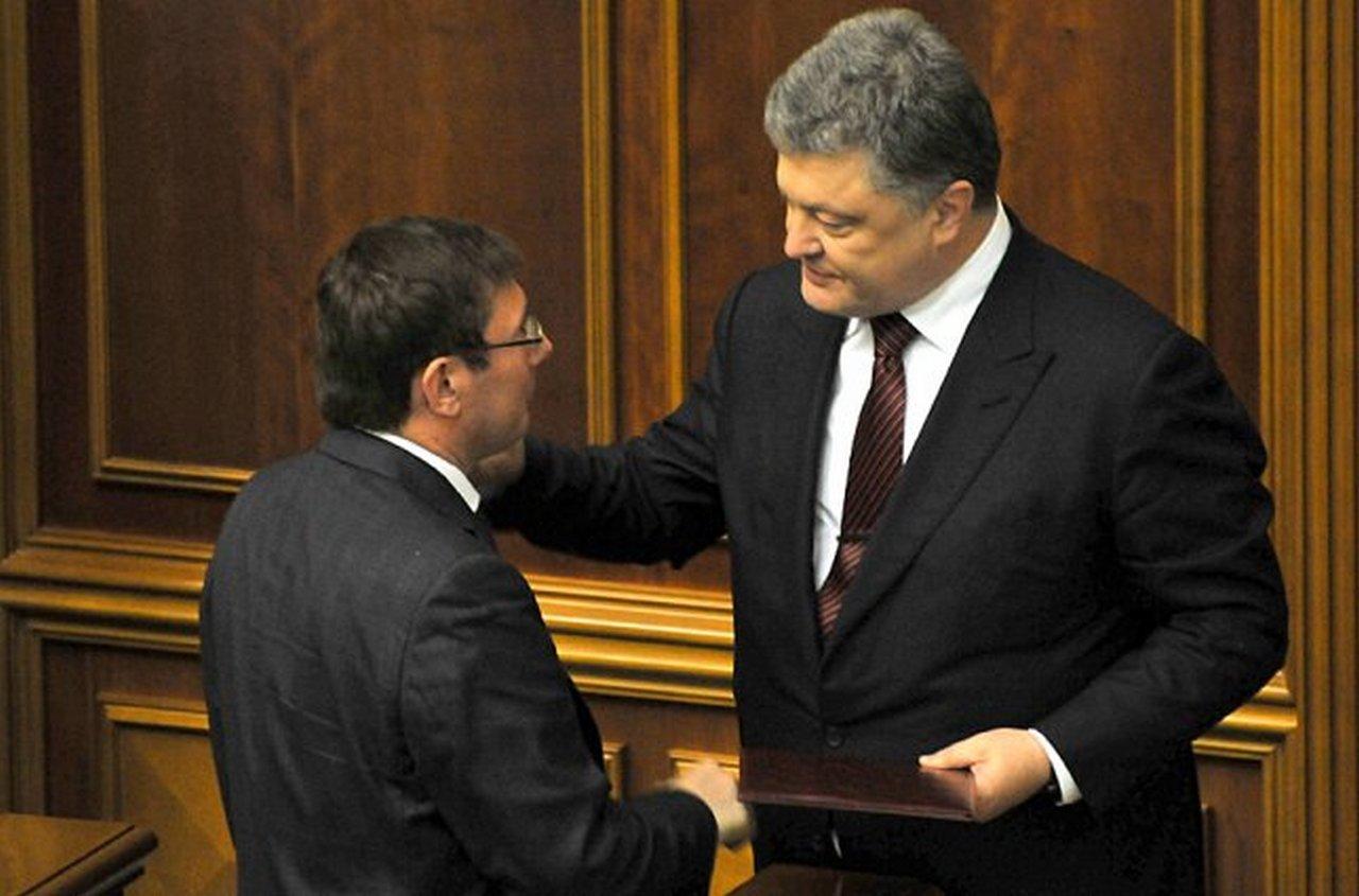 Зачем Порошенко держит прокурора без диплома