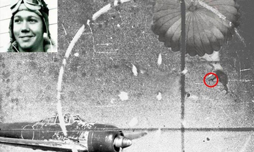 Бой между самолетом и парашютистом