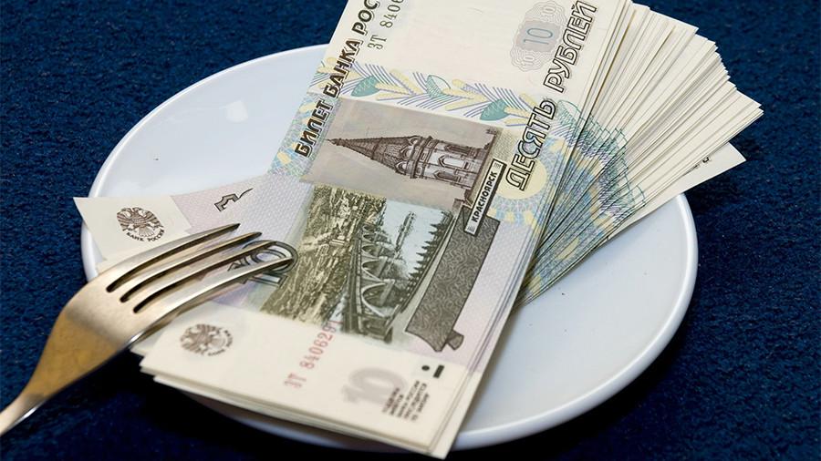 Россияне назвали уровень зарплаты на грани бедности