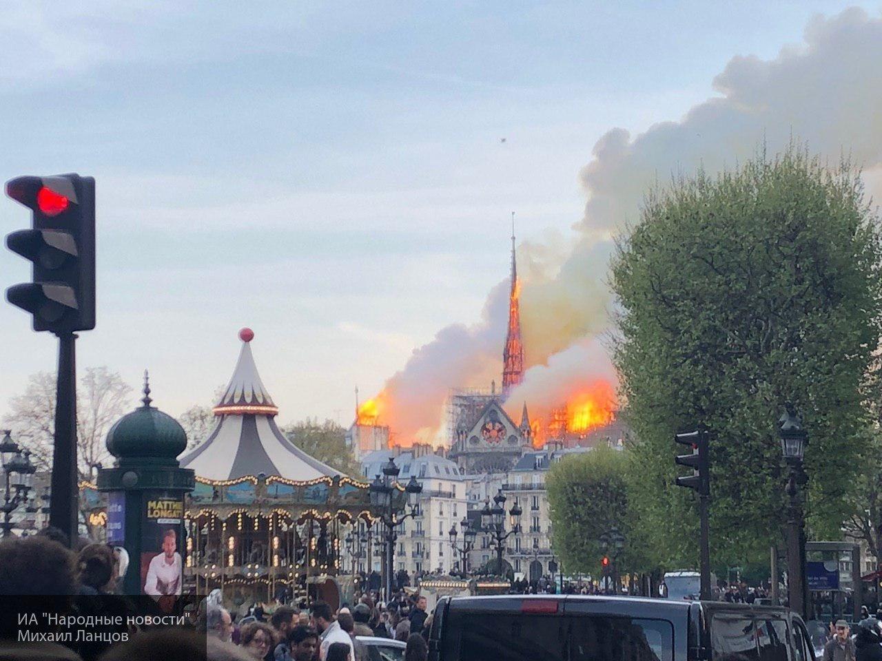 Огонь в соборе Парижской Бог…