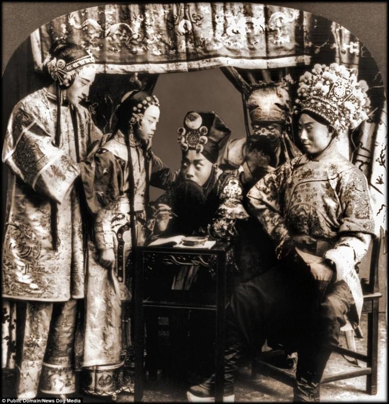 Труппа пекинской оперы позирует для фотографа Цин, китай, фотография, эпоха