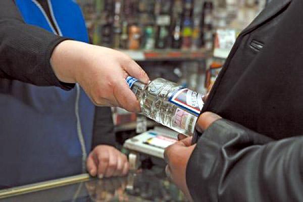 Почти 80 % россиян высказались за повышение возраста продажи спиртного до 21 года