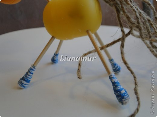 Мастер-класс Поделка изделие Новый год Моделирование конструирование Джутовые лошадки Киндер-сюрприз Клей Кофе Кружево Нитки Салфетки Шпагат фото 32