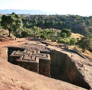 Лалибела (Lalibela), Эфиопия — уникальнейший комплекс храмов,  «спрятанных» в сплошном скальном монолите
