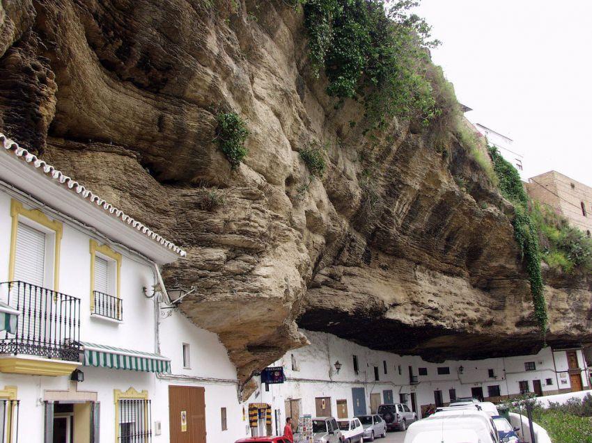 Сетениль де лас Бодегас – город под скалой скалы, города, страны, сетениль, фото, горы, испания, реки, ущелья