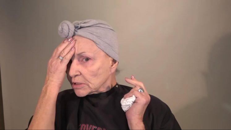 Эта 80-летняя бабушка переплюнула даже визажистов — за неделю её видео набрало миллион просмотров