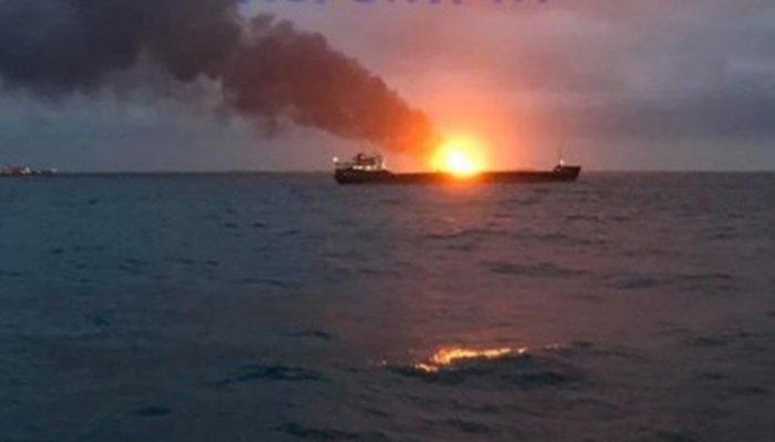 «Там творится что-то жуткое» – в Керченском проливе запылали иностранные корабли