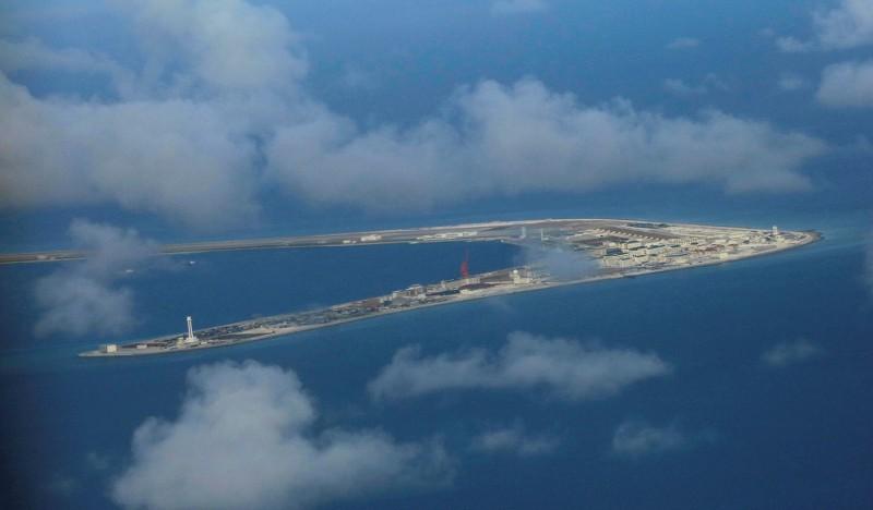 Китай разместил ракеты на спорных островах