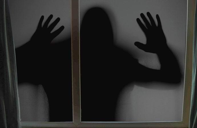 Британцы сняли на видео черный призрак