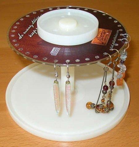 Держатель для сережек из CD-диска