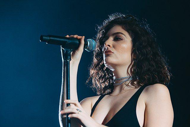 Lorde выступит с концертами в Москве и Санкт-Петербурге