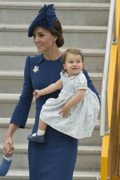 Кейт часто путешествует с детьми
