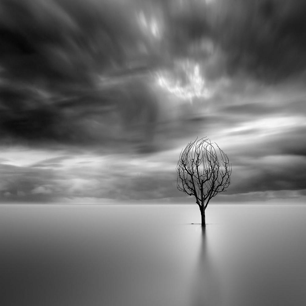 Чёрно-белые пейзажи, уходящие за пределы реальности. Фотограф Джордж Дигалакис 18