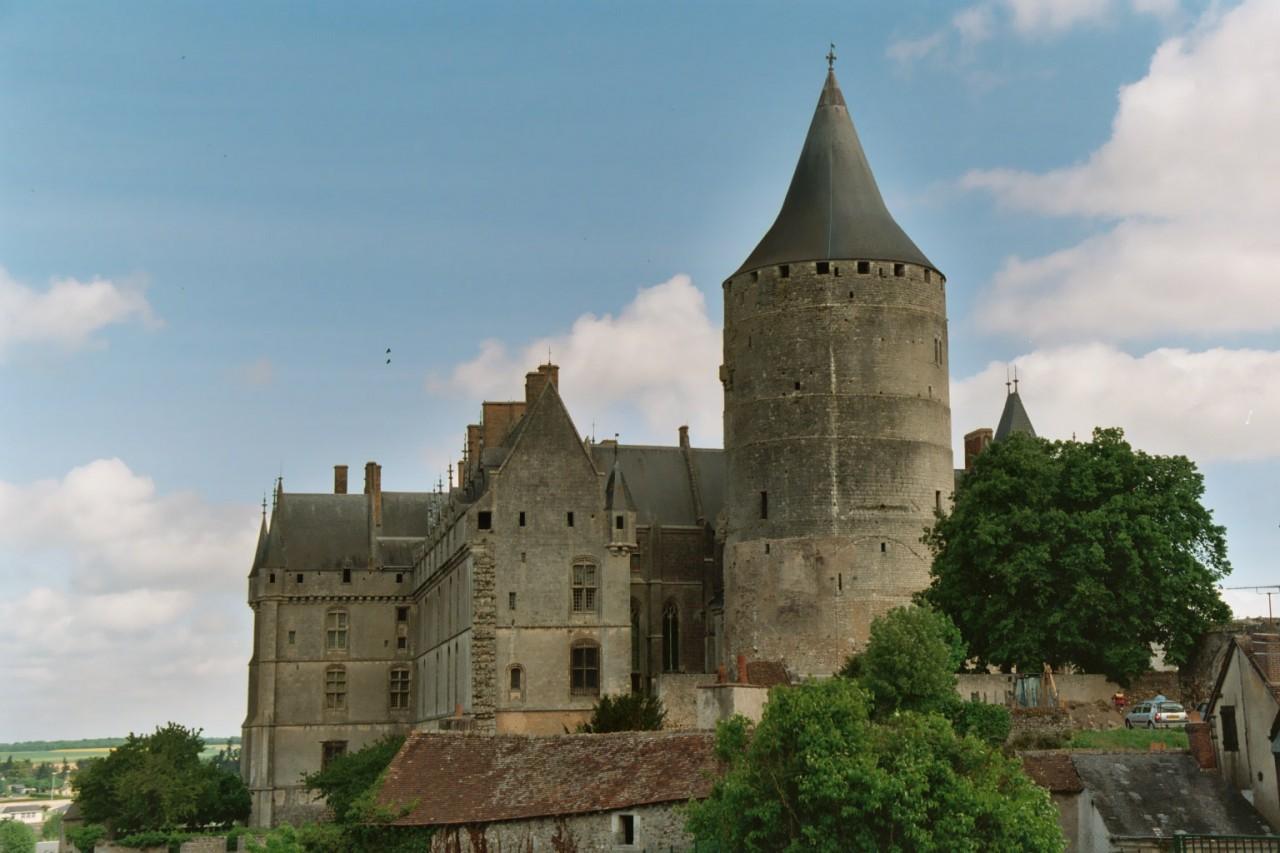 http://upload.wikimedia.org/wikipedia/commons/0/05/Chateaudun_Chateau_06.jpg