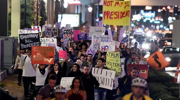 Протесты против Трампа разгорелись с новой силой. А смысл?