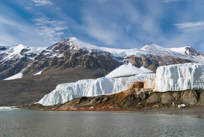 Загадка «кровавого» водопада в Антарктиде