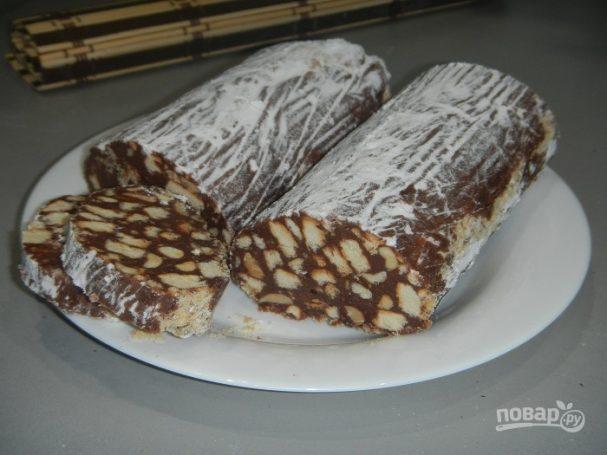 Шоколадная колбаса из печенья с орехами