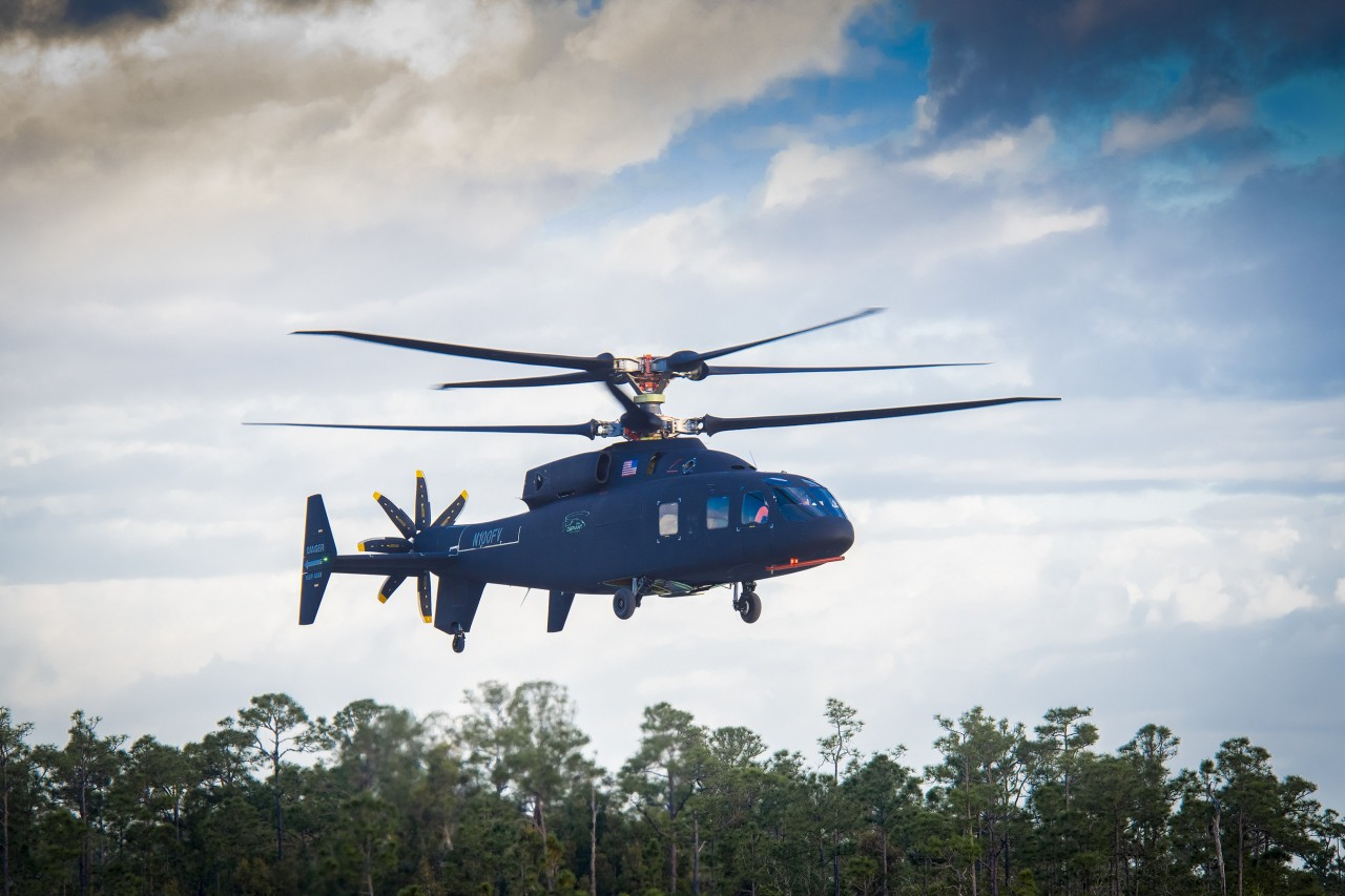 Первый полет демонстратора скоростного многоцелевого вертолета Sikorsky Boeing SB>1 Defiant