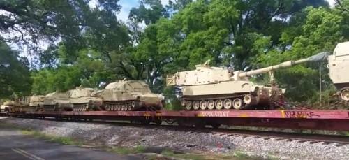 Картина озадачивает: По Америке продолжают ехать танки, что это означает?
