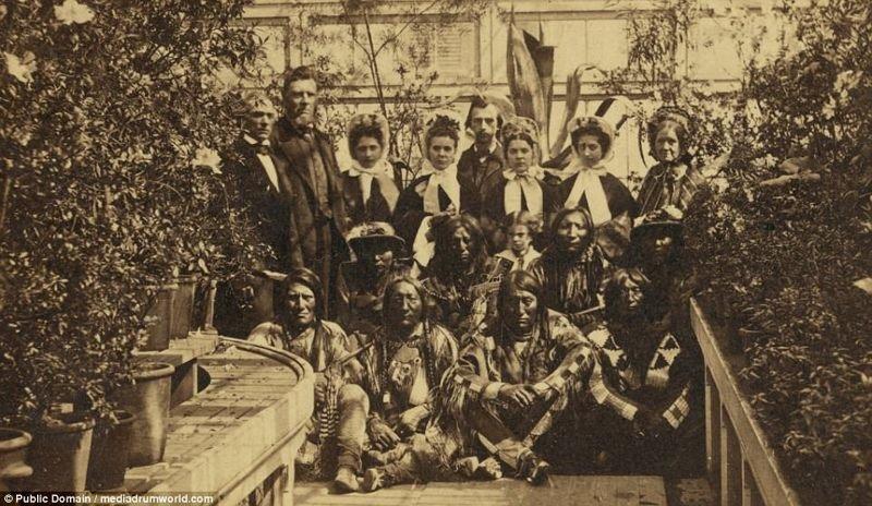 Индейцы в Белом доме с администрацией президента Авраама Линкольна во время Гражданской войны, 1863 год. аборигены, индейцы, исторические кадры, история, племена, редкие фото, сша, фото