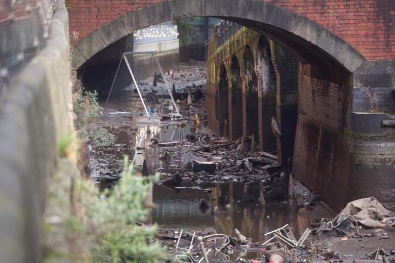 Ежегодная чистка канала в Манчестере